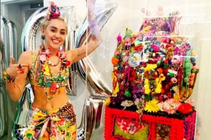 140911-miley-cyrus-dirty-hippie-art