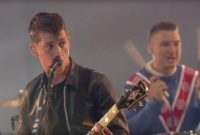 PERFORMANS: ARCTIC MONKEYS – COME TOGETHER