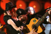 PERFORMANS: MADONNA – LA ISLA BONITA (FEAT. GOGOL BORDELLO) (LIVE EARTH 2007)